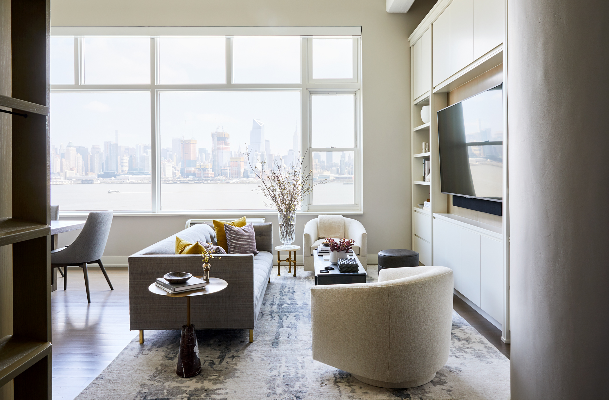 J. Patryce Design Hudson Tea High-rise living room